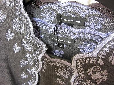 チャンセリーレーンの長袖刺繍カーディガンとプルオーバーその2