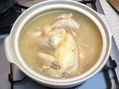 土鍋にあけてみました。ショップチャンネルの本格!宮廷参鶏湯 (サムゲタン)