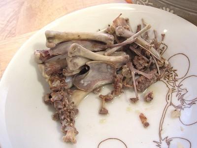 食後骨の残骸:ショップチャンネルの本格!宮廷参鶏湯 (サムゲタン)