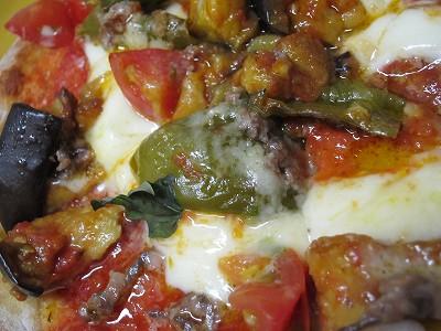 ポンテベッキオ:賀茂なすと万願寺、アンチョビのちょっとガーリック風味のピッツァ