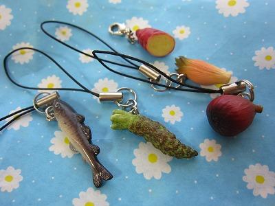 天保山マーケットプレイスで買ったお野菜&お魚ストラップ