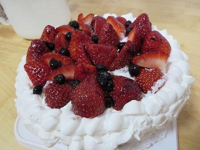 乳成分不使用!苺のデコレーションケーキ