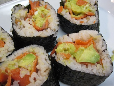 QVCアボカドチャンク+ショップチャンネルのスモークサーモン+サンクゼールのタルタルソースで巻き寿司