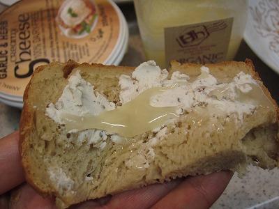 米粉パン+オーガニッククローバー蜂蜜+Sheeseソイチーズクリームタイプ