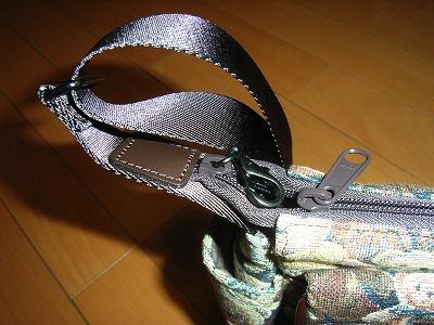 ヤマト屋ミニテディゴブラン織かぶせショルダーバッグファスナー部分
