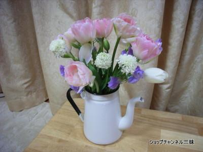 花瓶代わりのホーローポット