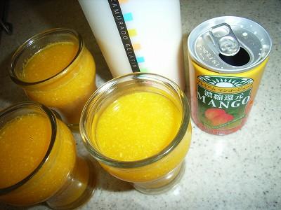 贅沢100%マンゴージュースと中村堂ゼラチンパウダーでマンゴーゼリーを作ってみました
