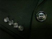 クリュドリィパンツスーツのボタン